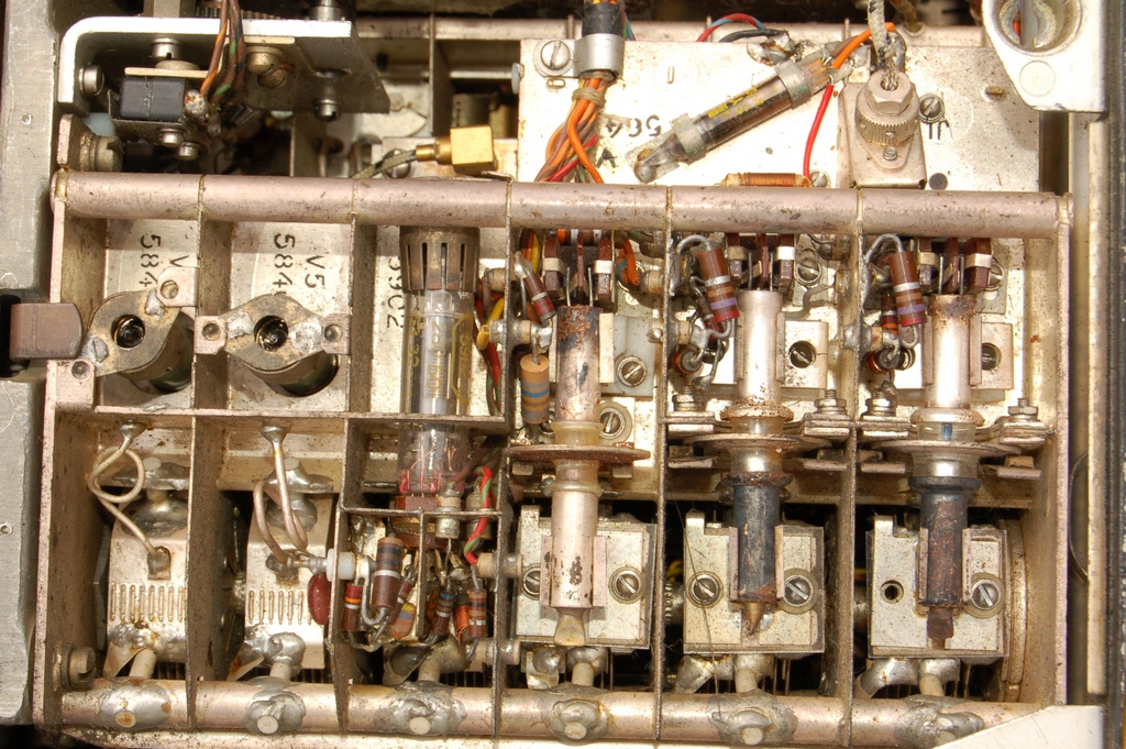 Bendix_RTA45_reception_triode.jpg